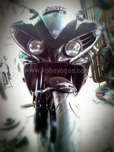 Yamaha R1 2013 hitam