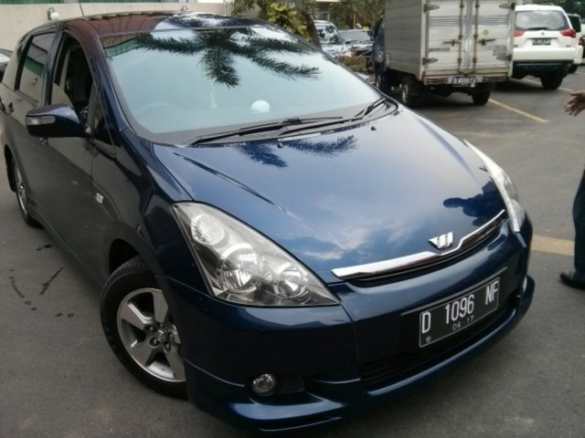 first impression Toyota Wish 2006