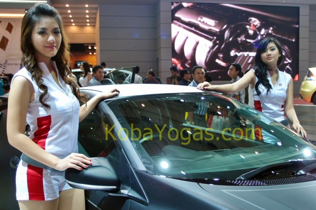 Girls and Honda 5