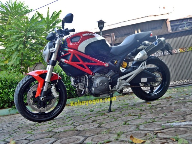 Ducati Monster Corse side 2
