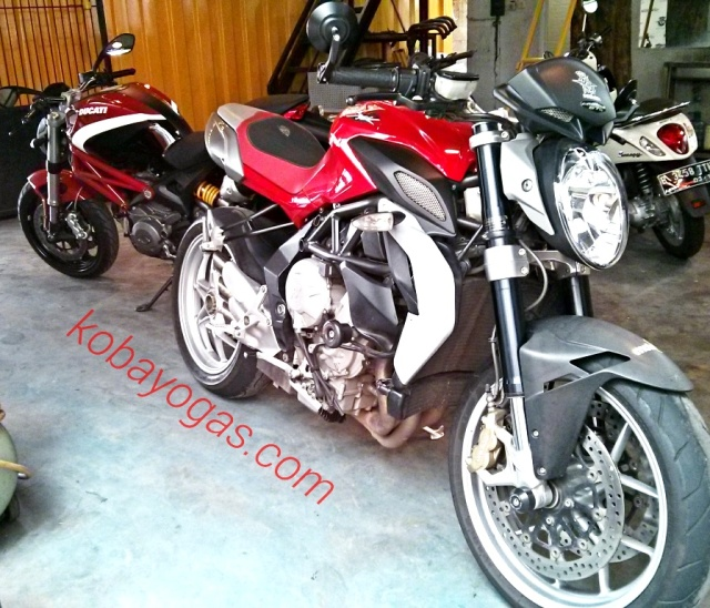 MV Agusta 675 - Ducati Monster