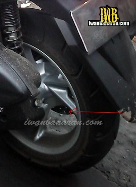garis bodi tegas plus disc brake belakang mempertegas ciri sporty