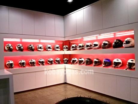 banyak ragam juga helmet TDR