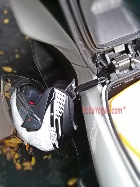 Tips: Begini Cara Memasang Sling Kawat Helmet Holder Pada New Honda PCX...