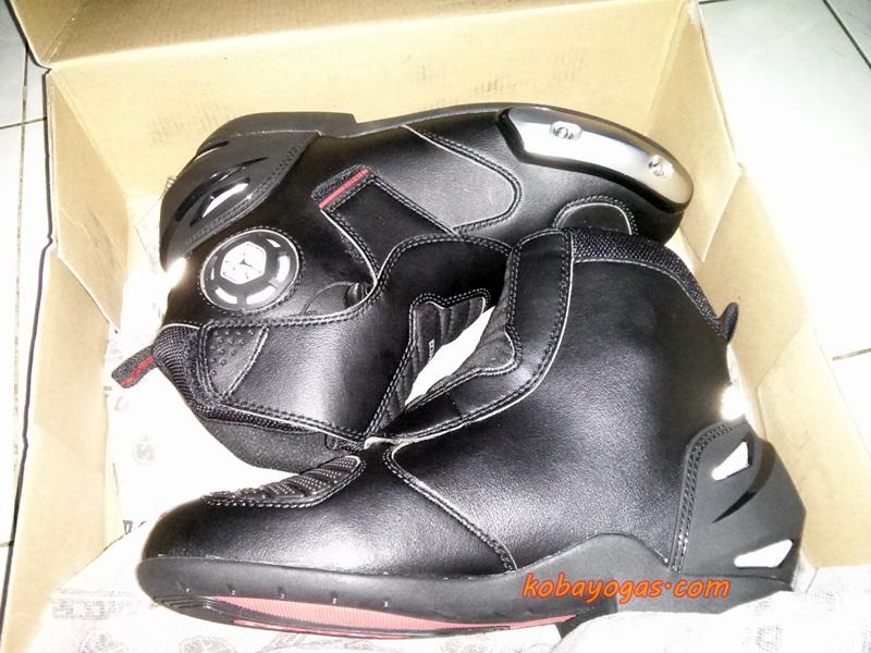 Product Review  Unboxing Scoyco Riding Boots MBT003 - KobaYogas.COM ... c116efcfd9