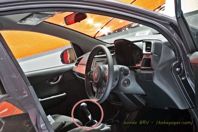nah ini Honda BRV model manual, tuh tuasnya keliatan