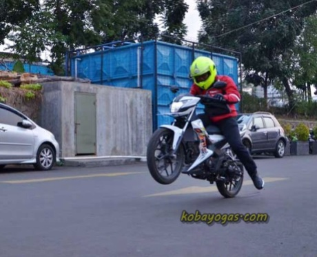 Honda Sonic Wheelie by kobayogas.com 1