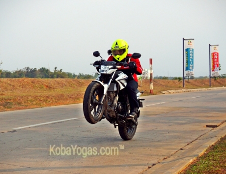 new cb150r wheelie
