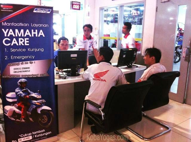 Honda di booth Yamaha