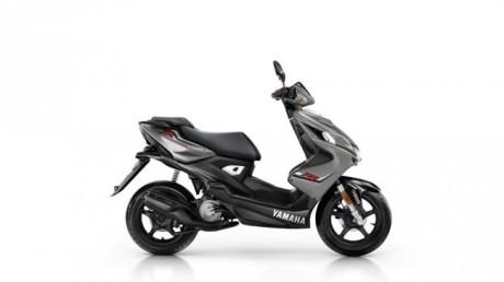 2015-Yamaha-Aerox-R-EU-Matt-Grey-Studio-002