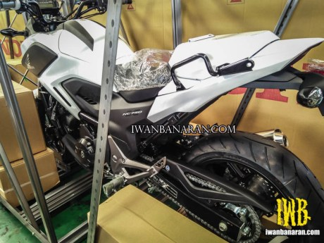 single seater putih sebagai papan tulis?