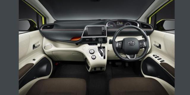 Toyota New Sienta interior