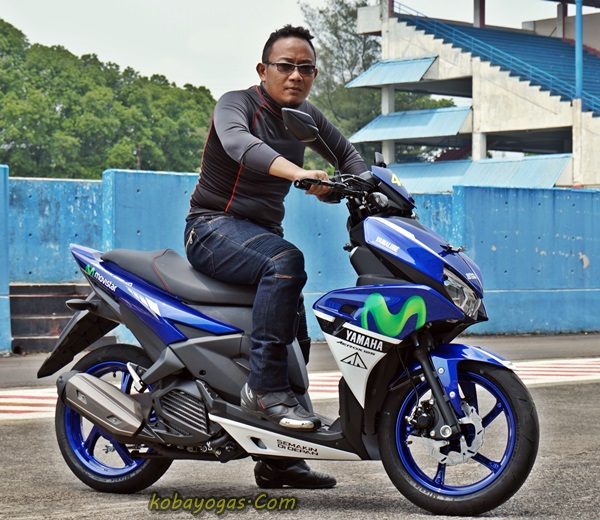 Yamaha Aerox 125 Movistar 6