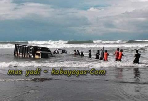 truk nyemplung ke laut