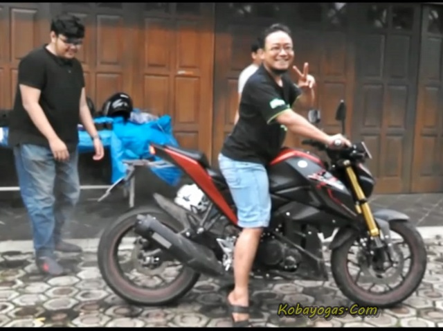 Adu Burnout Yamaha Xabre vs New CB150R 1