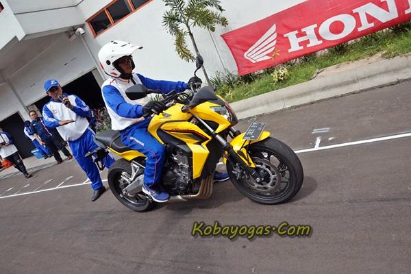 pakai Honda CB650F titiknya meleset 1 meter