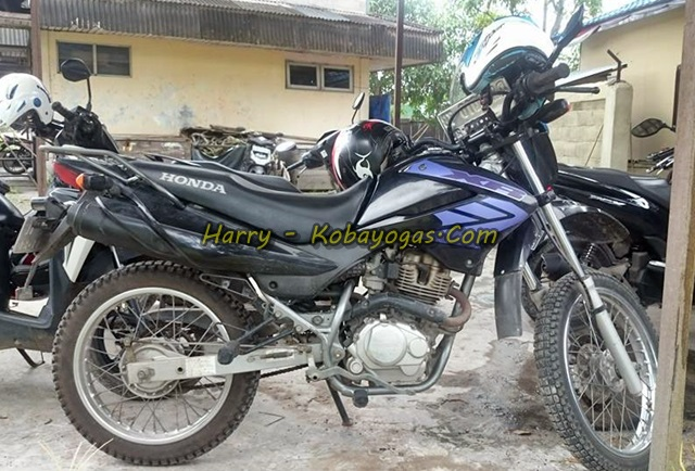 Honda XR125 black samping