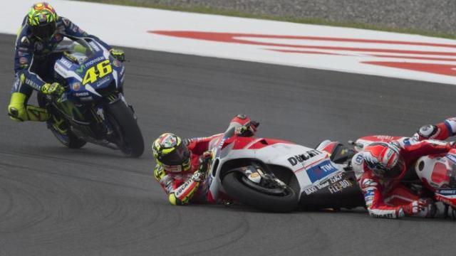 ianonne crash hits dovizioso MotoGP Argentina 2016