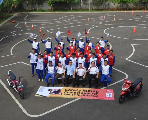 safety riding for SMK Wahana Honda